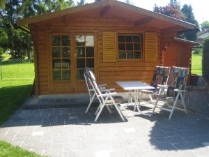 Gartenhaus mit Terrasse